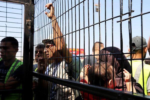 Gisha | עדכון מעברים: 4,200 יצאו בשבוע שעבר מעזה דרך רפיח, בהם חלק מהסטודנטים שישראל מונעת את יציאתם. מחר ייפתח המעבר שוב