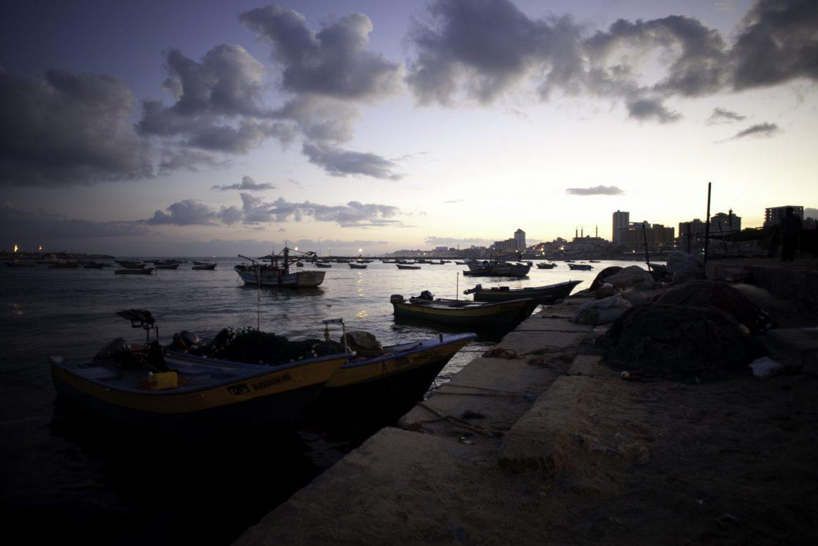 قوارب في ميناء غزة. تصوير: أسماء خالدي