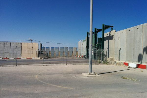 Gisha | القيود الإسرائيلية المستمرة على المعابر مع قطاع غزة تهدم اقتصادها وتمس ببنيتها التحتية المدنية وحقوق سكانها الأساسية