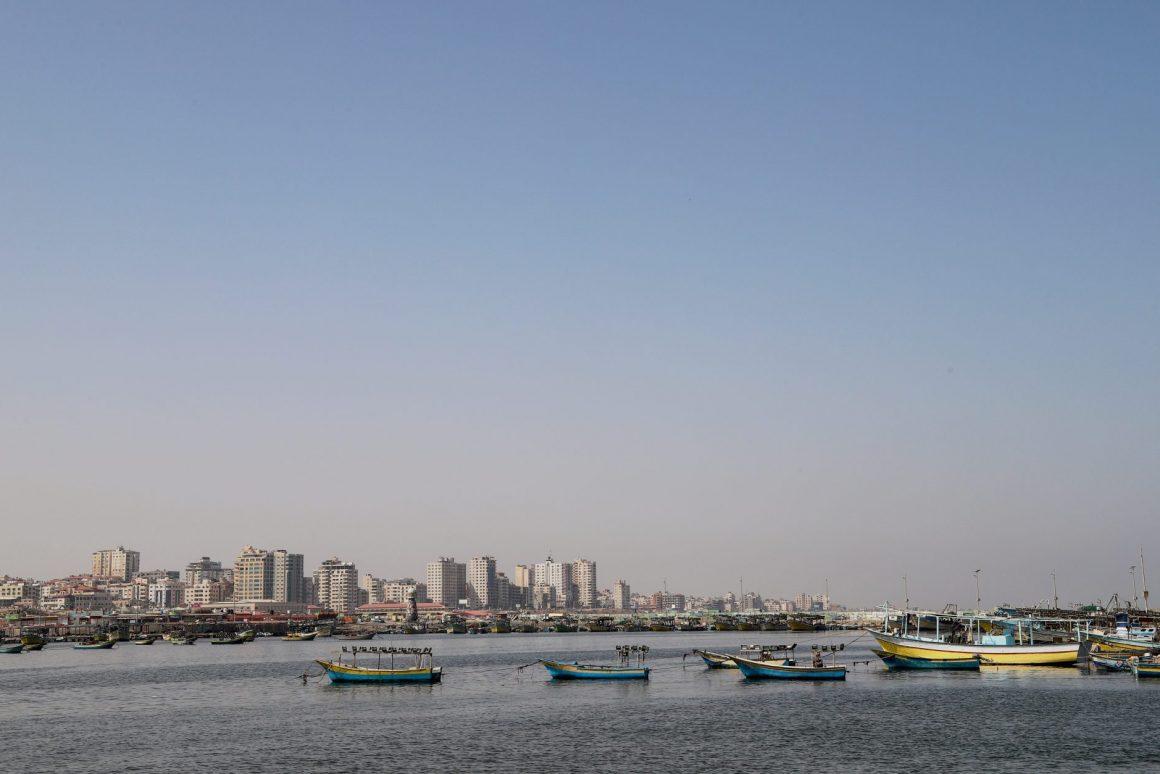 قوارب في ميناء غزة (2019). تصوير: أسماء خالدي