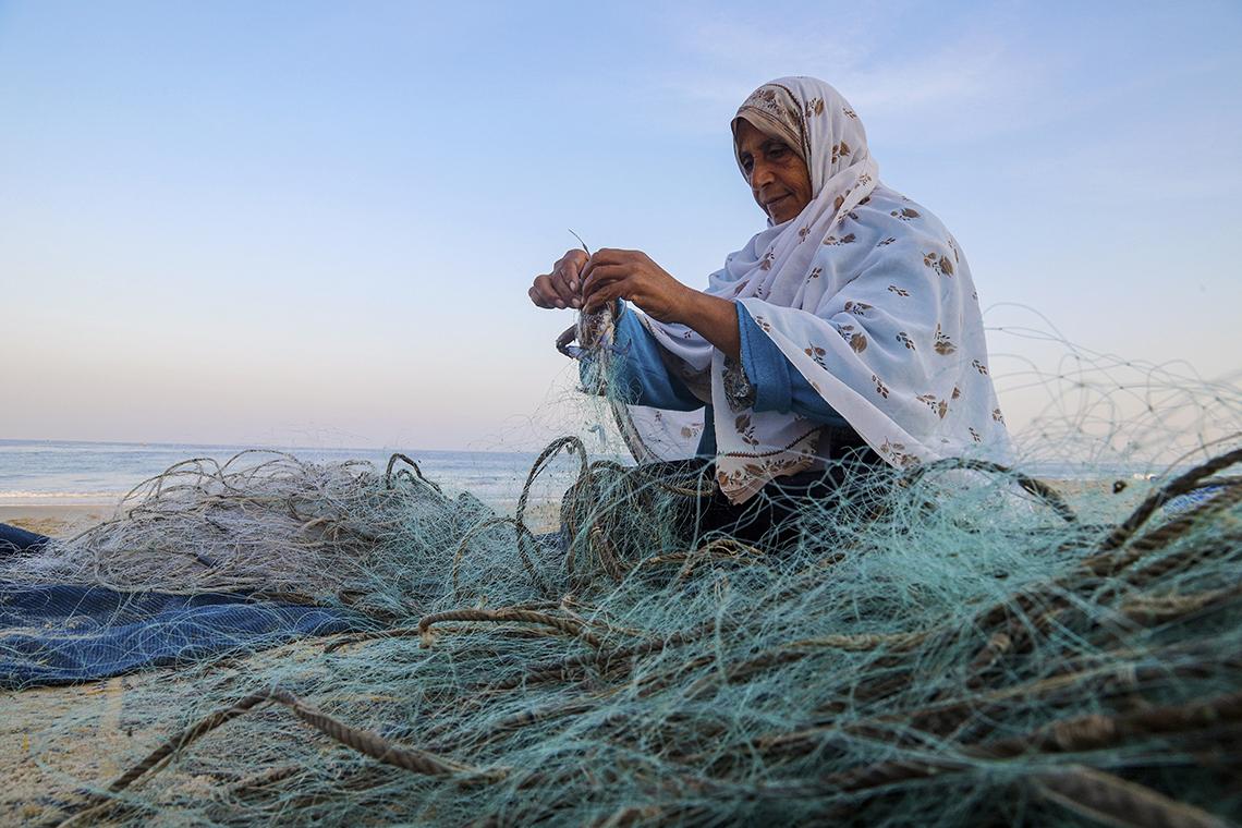اعتدال الشيخ، تعمل في مجال الصيد في قطاع غزة. تصوير: أسماء خالدي