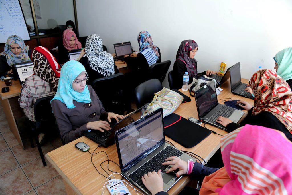 شركة هايتك في غزّة. تصوير: أسماء خالدي
