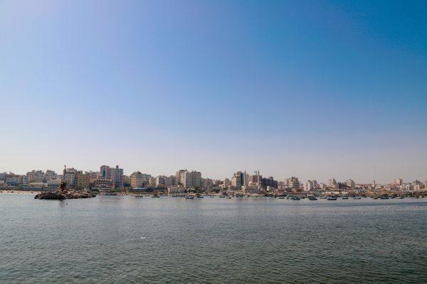 קו הרקיע של העיר עזה במבט מהים. צילום: אסמאא ח'אלידי